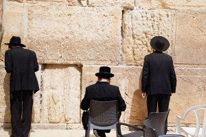 stefano-majno-jerusalem-israel-three-ortodox-guys-wall.jpg
