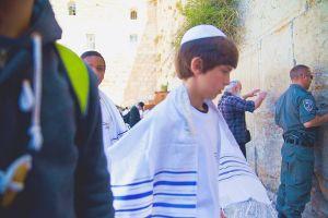 stefano-majno-jerusalem-israel-western-wall-child-bar-mitzvah.jpg