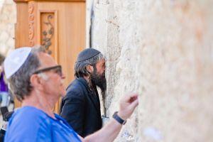 stefano-majno-jerusalem-israel-western-wall-man-supplicant.jpg