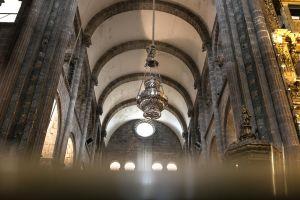 stefano-majno-portugal-santiago-de-compostela-cathedral-bota-fumeiro.jpg