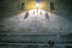 stefano-majno-portugal-santiago-de-compostela-cathedral-light-night-man.jpg