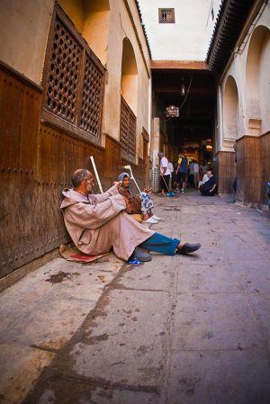 stefano-majno-morocco-crossing-fez-poor-people.jpg