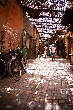 stefano-majno-morocco-crossing-fez-souk-medina-islam.jpg