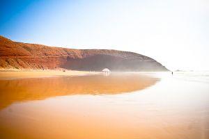 stefano-majno-morocco-crossing-sahara-ocean-sea-mirror-legzira.jpg