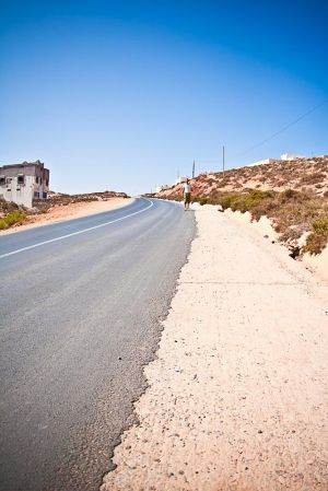 stefano-majno-morocco-crossing-sidi-ifni-road-desert-sahara-border.jpg