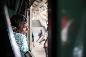 stefano majno sri lanka rail wandering man back train-c87.jpg