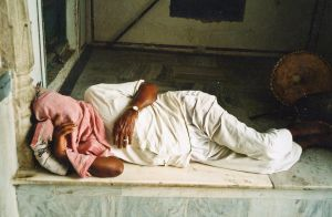 stefano majno india rajasthan asia analogue film camera man sleeping pushkar.jpg