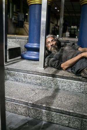 stefano majno bangkok red light district sukhumvit nana xxx sleeping beggar.jpg