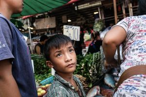 asia south east thailand stefano majno child staring klong toi market-c13.jpg
