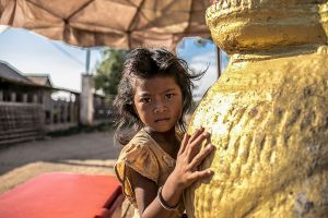 cambodia asia south east stefano majno child gold wat.jpg