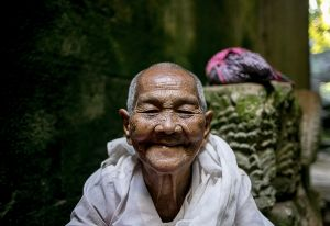 cambodia asia south east stefano majno old woman 1.jpg