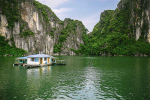 ha long floating house asia south east vietnam stefano majno.jpg